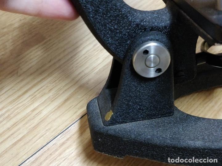 Antigüedades: Antiguo microscopio con su caja con llave. Medida caja: 17 x 30,5 x 15,5 cms. Buen estado - Foto 11 - 39071721