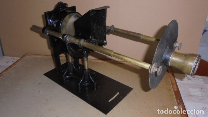(M) ANTIGUO APARATO OPTICO MARCA GAUMONT PRINCIPIO S. XX DE METAL , HIERRO 2 LUPAS ABIERTO 80 CM. DE (Antigüedades - Técnicas - Otros Instrumentos Ópticos Antiguos)