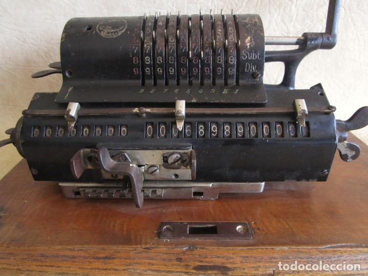 Antigüedades: antigua maquina de calcular calculadora venancio guillamet trinks brunsviga - Foto 2 - 91572195
