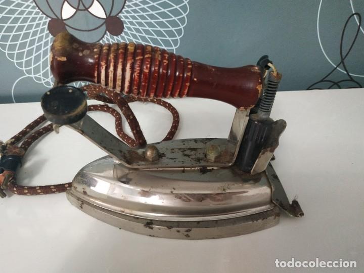 Antigüedades: Plancha eléctrica marca fuego n° 18. 125V - Foto 2 - 178036265