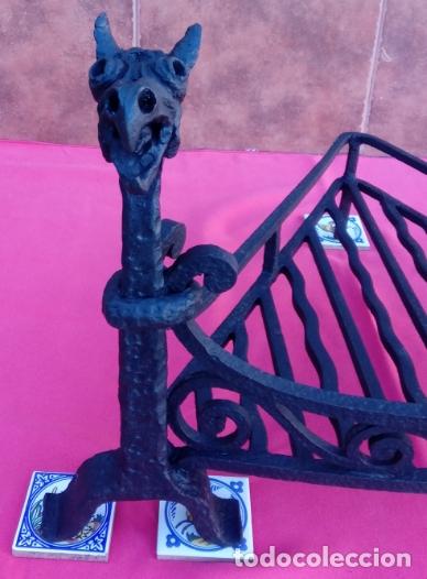 Antigüedades: MORILLOS DE FORJA S. XIX CON PARRILLA, EN HIERRO FORJADO. DIMENSIONES.- 62.5X55X39 CMS - Foto 3 - 178163302