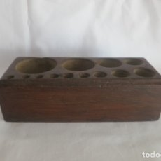 Antigüedades: TACO DE MADERA PARA PESAS PARA 13 HUECOS. Lote 178258911