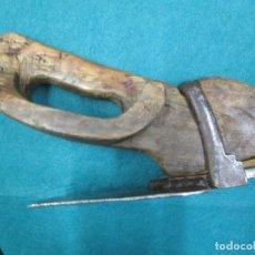 Antiquités: ANTIGUA AZUELA DE DESBASTAR - CARPINTERO - MARCA LUNA MENGUANTE, LIMPIA SOLIDA 1.3KG + INFO Y FOTO. Lote 178313115
