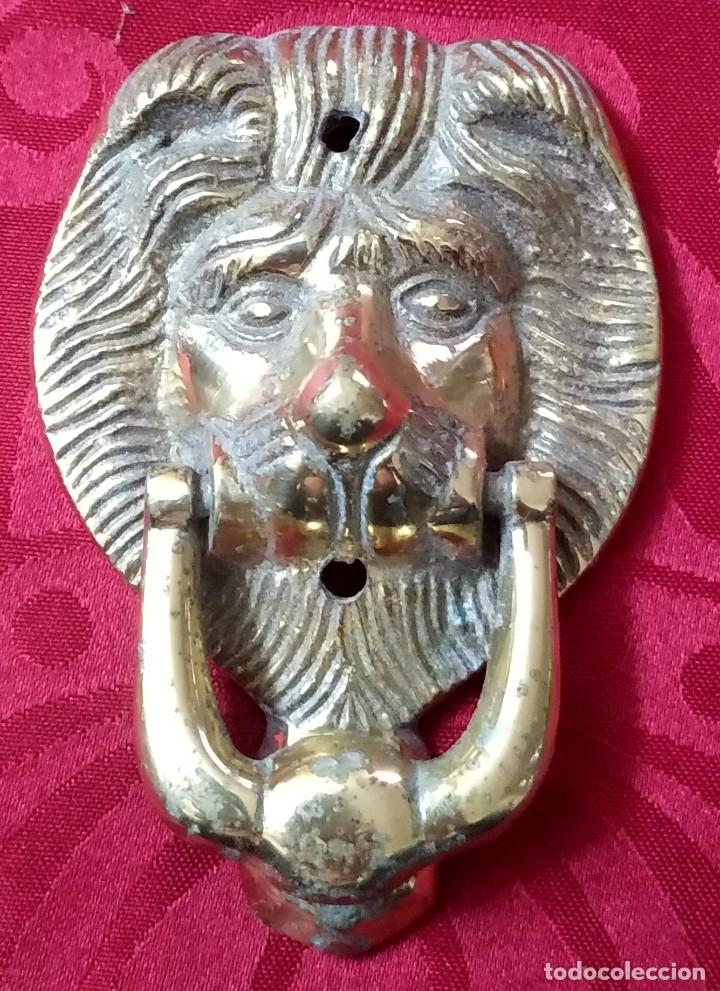 Antigüedades: Antigua Aldaba - Llamador - Picaporte de forja - Cabeza de león - 180 gramos - 10 x 7 cms - Foto 3 - 178344107
