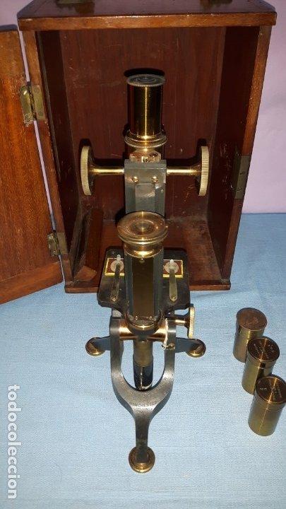 MICROSCOPIO MANCHESTER METAL CON CAJA ORIGINAL DE CAOBA (Antigüedades - Técnicas - Instrumentos Ópticos - Microscopios Antiguos)