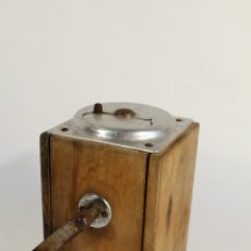 Antigüedades: MOLINILLO DE CAFE 1947. Lote 178396355