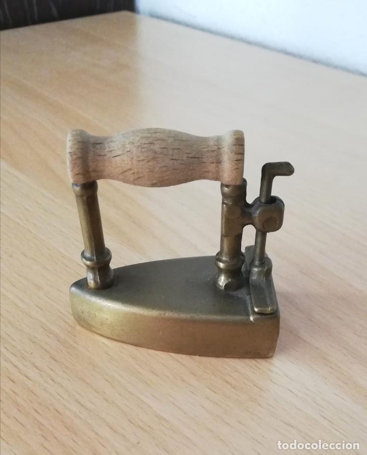 Antigüedades: Antigua plancha pequeña de carbón de bronce (reproducción) - Foto 2 - 178561820