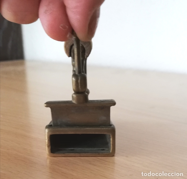 Antigüedades: Antigua plancha pequeña de carbón de bronce (reproducción) - Foto 3 - 178561820