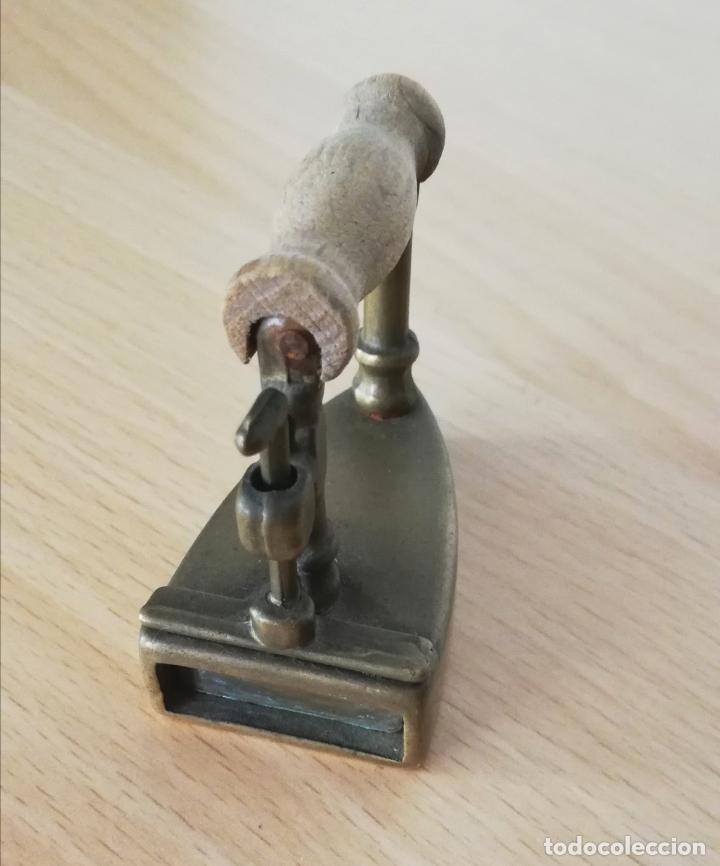 Antigüedades: Antigua plancha pequeña de carbón de bronce (reproducción) - Foto 7 - 178561820