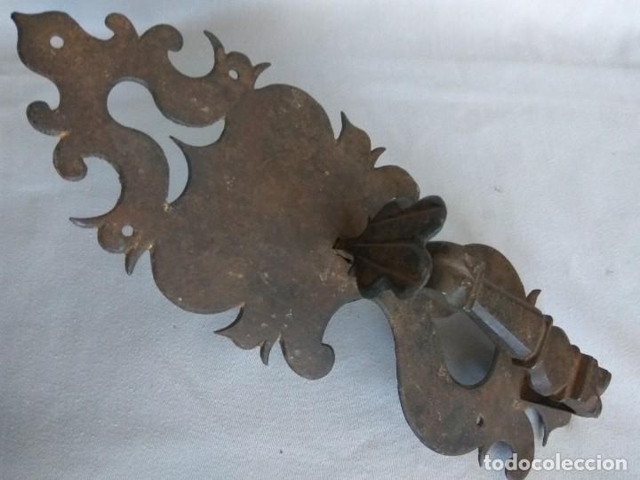 Antigüedades: TIRADOR DE PESTILLO DE HIERRO FORJADO, SIGLO XVII - Foto 8 - 178564923