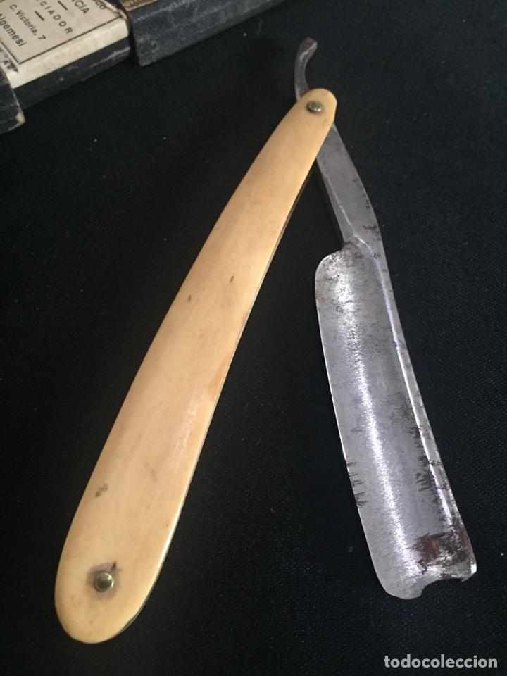 Antigüedades: Antigua navaja de barbero. Cachas de hueso. - Foto 2 - 178609158