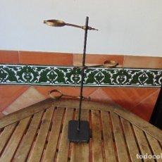 Antigüedades: SOPORTE PARA PROBETA O SIMILAR MEDICINA O LABORATORIO BASE DE DE HIERRO FUNDIDO 3 BRAZOS. Lote 178619126