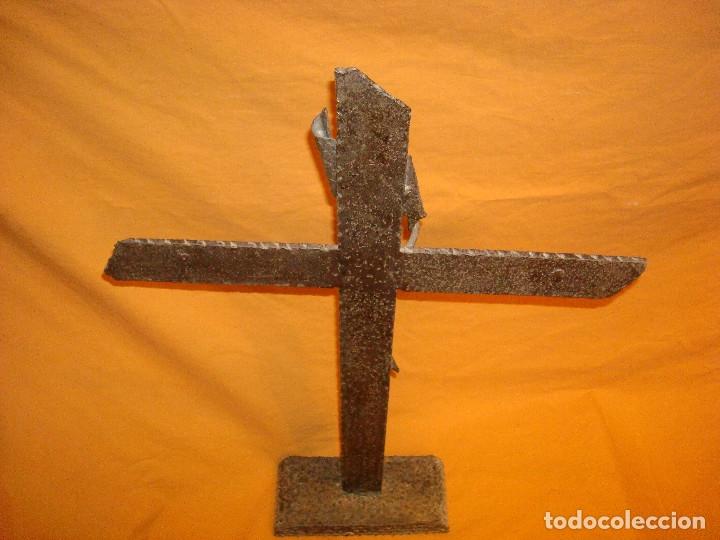 Antigüedades: CRUCIFIJO DE HIERRO FORJADO,SOBREMESA - Foto 3 - 178655291
