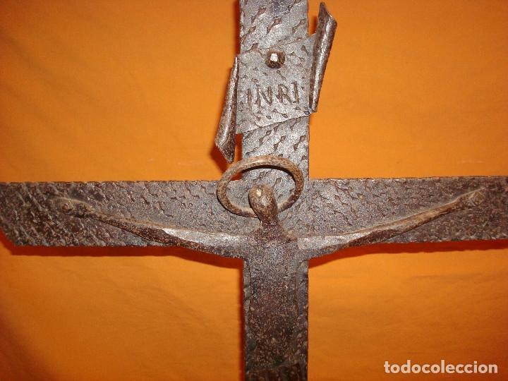 Antigüedades: CRUCIFIJO DE HIERRO FORJADO,SOBREMESA - Foto 4 - 178655291