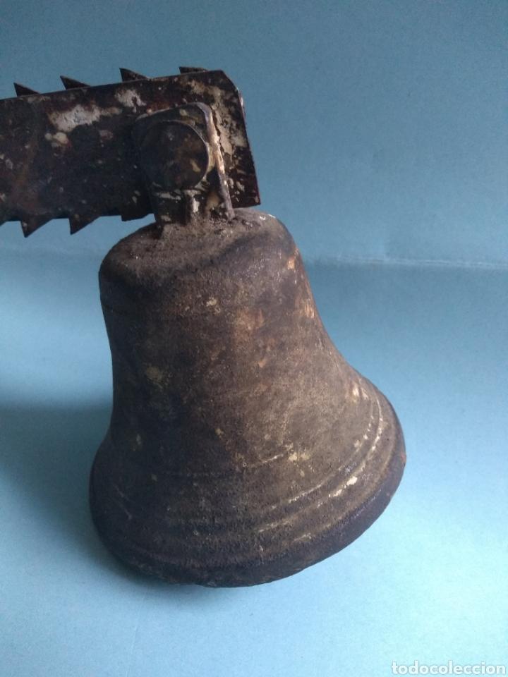 ANTIGUA CAMPANA Y SOPORTE (Antigüedades - Técnicas - Cerrajería y Forja - Llamadores Antiguos)