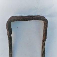 Antigüedades: PIEZA DE FORJA SOPORTE CIERRE PORTÓN 11 X 8. Lote 179056542