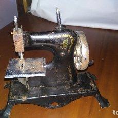 Antigüedades: MINI MAQUINA COSER . Lote 179057592