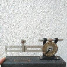 Antigüedades: ANTIGUO APARATO DE MEDIDA DE LA INDUSTRIA TEXTIL MAQUINARIA TEXTIL FRANCISCO PARRAMON BARCELONA. Lote 179082266