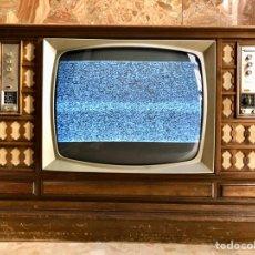 Antigüedades: TELEVISOR INTER ANTIGUO CON RADIO Y MUEBLE. Lote 179119285