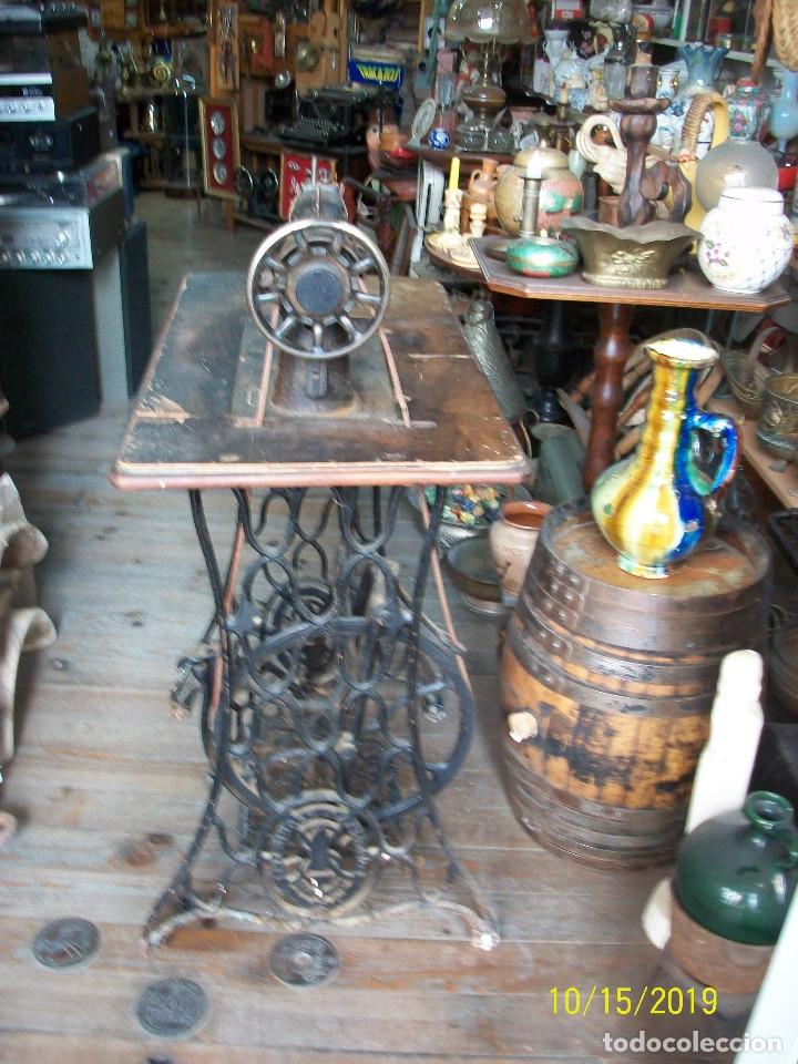 Antigüedades: ANTIGUA MAQUINA DE COSER SINGER-FUNCIONA - Foto 2 - 179247391