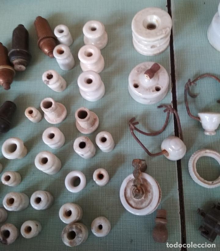 Antigüedades: 50 PIEZAS VARIAS ELECTRICIDAD. CERAMICA,BAQUELITA Y OTROS. - Foto 2 - 179318375