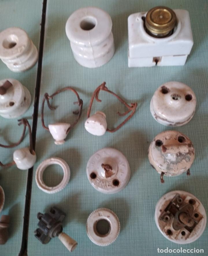 Antigüedades: 50 PIEZAS VARIAS ELECTRICIDAD. CERAMICA,BAQUELITA Y OTROS. - Foto 3 - 179318375