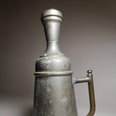Antigüedades: BARBERÍA JARRA PARA AGUA DE LAVARCABEZAS METAL ALREDEDORES DEL AÑO 1800 BARBERO PELUQUERÍA , . Lote 179335096