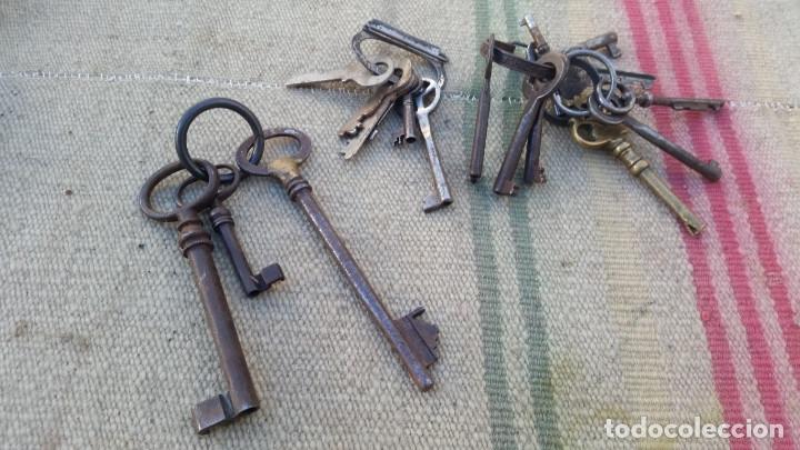 LOTE DE LLAVES Y LLAVEROS ANTIGUOS (Antigüedades - Técnicas - Cerrajería y Forja - Llaves Antiguas)