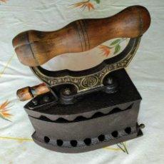Antigüedades: PLANCHA ANTIGUA DE CARBÓN. Lote 179541861