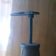 Antigüedades: PIE ZAPATERO. Lote 179945970