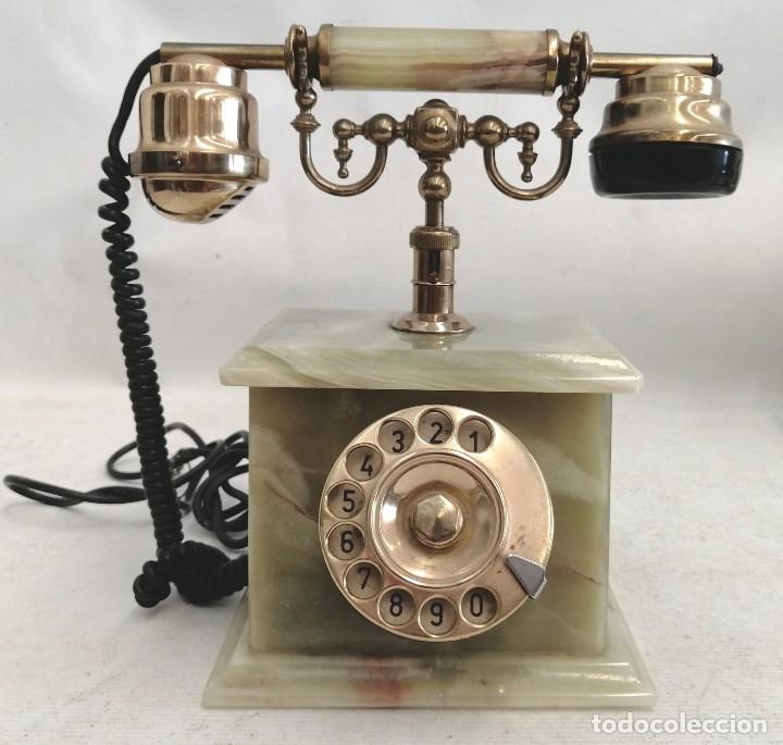 TELEFONO DE LOS AÑOS 60 REALIZADO EN MARMOL ONIX VERDE, BRONCE Y BAQUELITA DE MANUFACTURA ITALIANA (Antigüedades - Técnicas - Teléfonos Antiguos)