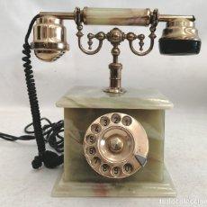 Teléfonos: TELEFONO DE LOS AÑOS 60 REALIZADO EN MARMOL ONIX VERDE, BRONCE Y BAQUELITA DE MANUFACTURA ITALIANA. Lote 180075111