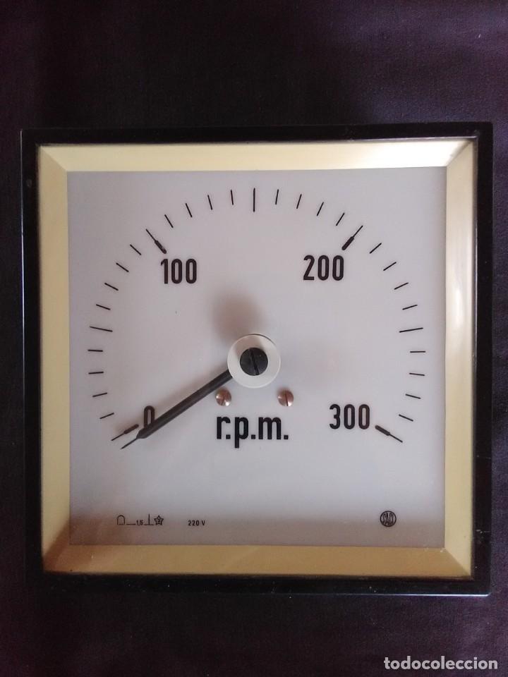 CUENTA REVOLUCIONES ESCALA 0 - 300 MARCA SACI 220V (Antigüedades - Técnicas - Herramientas Profesionales - Mecánica)