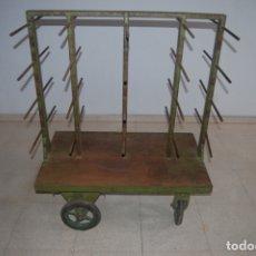 Antigüedades: ARQUEOLOGÍA INDUSTRIAL. CARRO PORTA GATOS, SARGENTOS DE CARPINTERO.. Lote 180110606