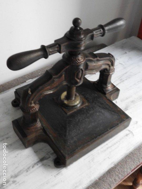 Antigüedades: PRENSA DE HIERRO ANTIGUO DE IMPRENTA PARA LIBROS - Foto 5 - 180111912