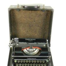 Antigüedades: MAQUINA DE ESCRIBIR UNDERWOOD CHAMPION AÑO 1938 TYPEWRITER SCRHEIBMASCHINE. Lote 180119008