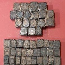 Antigüedades: IMPRENTA, 61 TROQUELES DE BRONCE PLOMO DE LOS ESCUDOS DE LAS CIUDADES DE ESPAÑA.. Lote 180128555