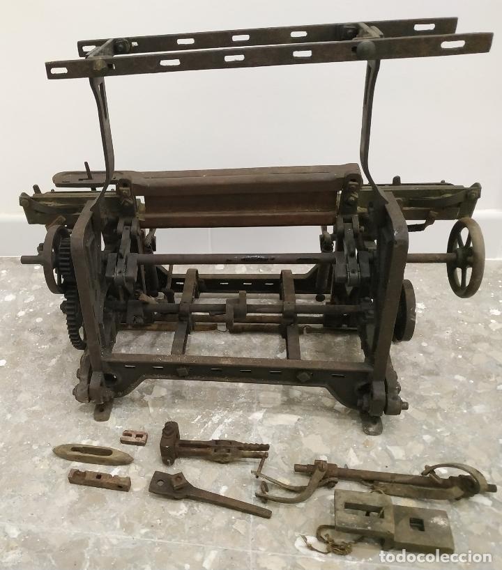 (RESERVADA) MAQUINA DE TEJER O TELAR DE FINALES DEL S. XIX (Antigüedades - Técnicas - Máquinas de Coser Antiguas - Otras)