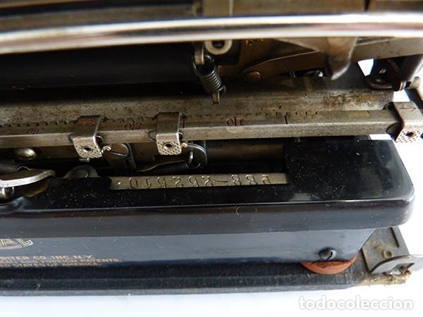 Antigüedades: Máquina de escribir portátil Royal P - Foto 6 - 180163925