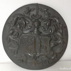 Antigüedades: ESCUDO EN BROCE DEL SIGLO XIX. Lote 180204153