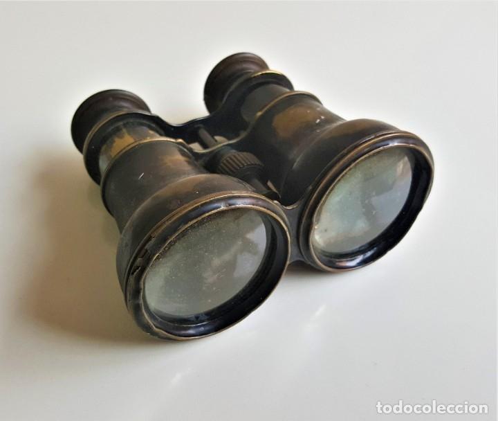 ANTIGUOS BINOCULARES Y O PRISMATICOS LATON - 13X10.CM APROX (Antigüedades - Técnicas - Instrumentos Ópticos - Binoculares Antiguos)