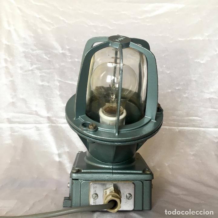 Antigüedades: Antigua lámpara industrial de exterior FLECTOR de BJC, años 60 - Foto 2 - 180244267