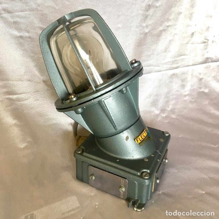 Antigüedades: Antigua lámpara industrial de exterior FLECTOR de BJC, años 60 - Foto 5 - 180244267