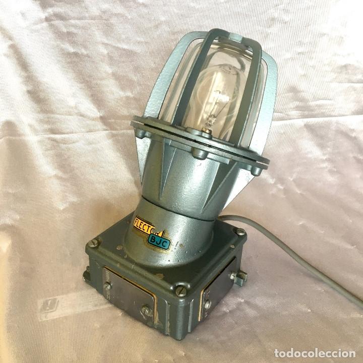 Antigüedades: Antigua lámpara industrial de exterior FLECTOR de BJC, años 60 - Foto 6 - 180244267
