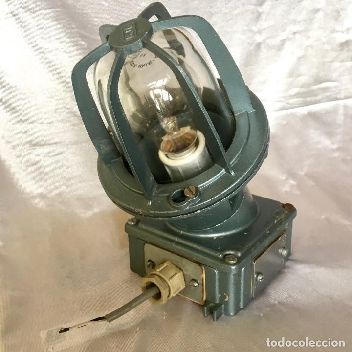 ANTIGUA LÁMPARA INDUSTRIAL DE EXTERIOR FLECTOR DE BJC, AÑOS 60 (Antigüedades - Técnicas - Herramientas Profesionales - Electricidad)