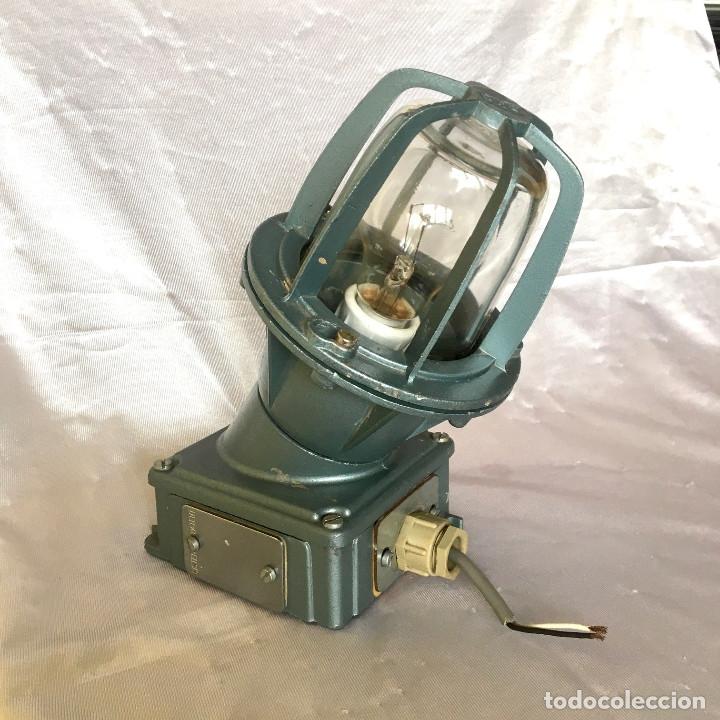 Antigüedades: Antigua lámpara industrial de exterior FLECTOR de BJC, años 60 - Foto 2 - 180244357