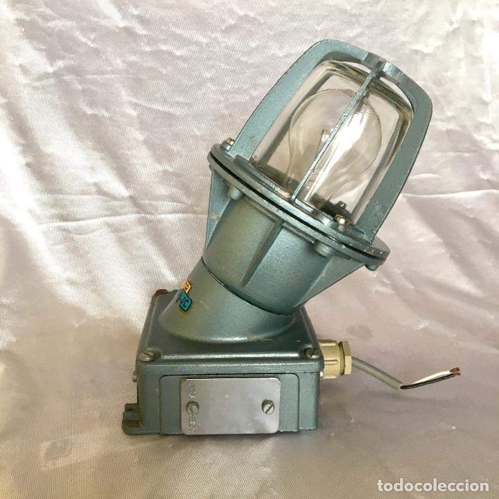 Antigüedades: Antigua lámpara industrial de exterior FLECTOR de BJC, años 60 - Foto 3 - 180244357