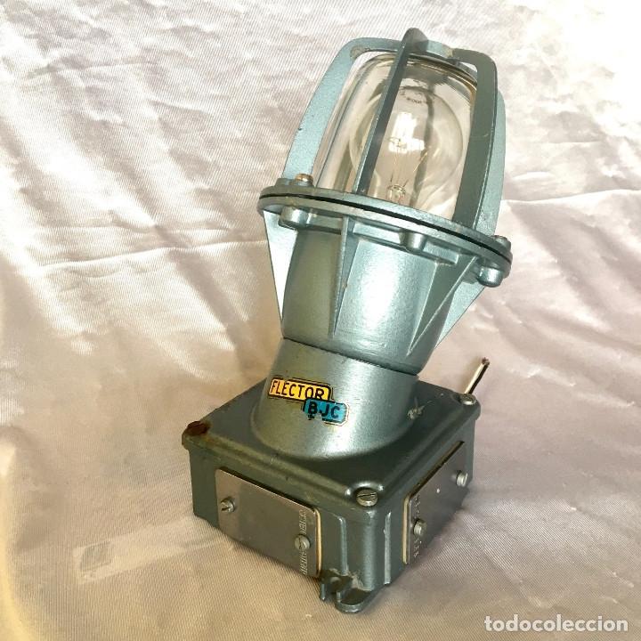 Antigüedades: Antigua lámpara industrial de exterior FLECTOR de BJC, años 60 - Foto 4 - 180244357