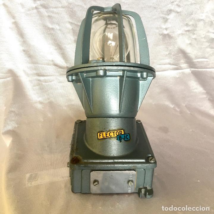 Antigüedades: Antigua lámpara industrial de exterior FLECTOR de BJC, años 60 - Foto 5 - 180244357