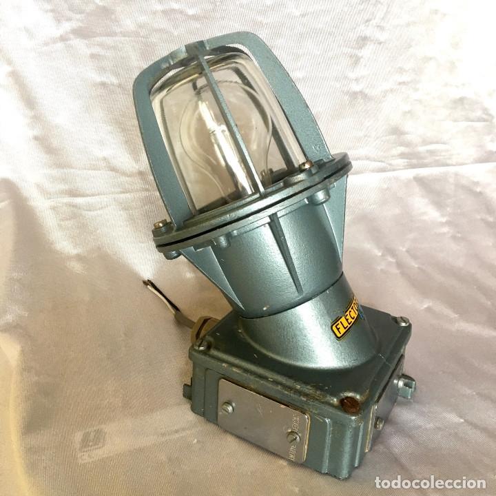 Antigüedades: Antigua lámpara industrial de exterior FLECTOR de BJC, años 60 - Foto 6 - 180244357